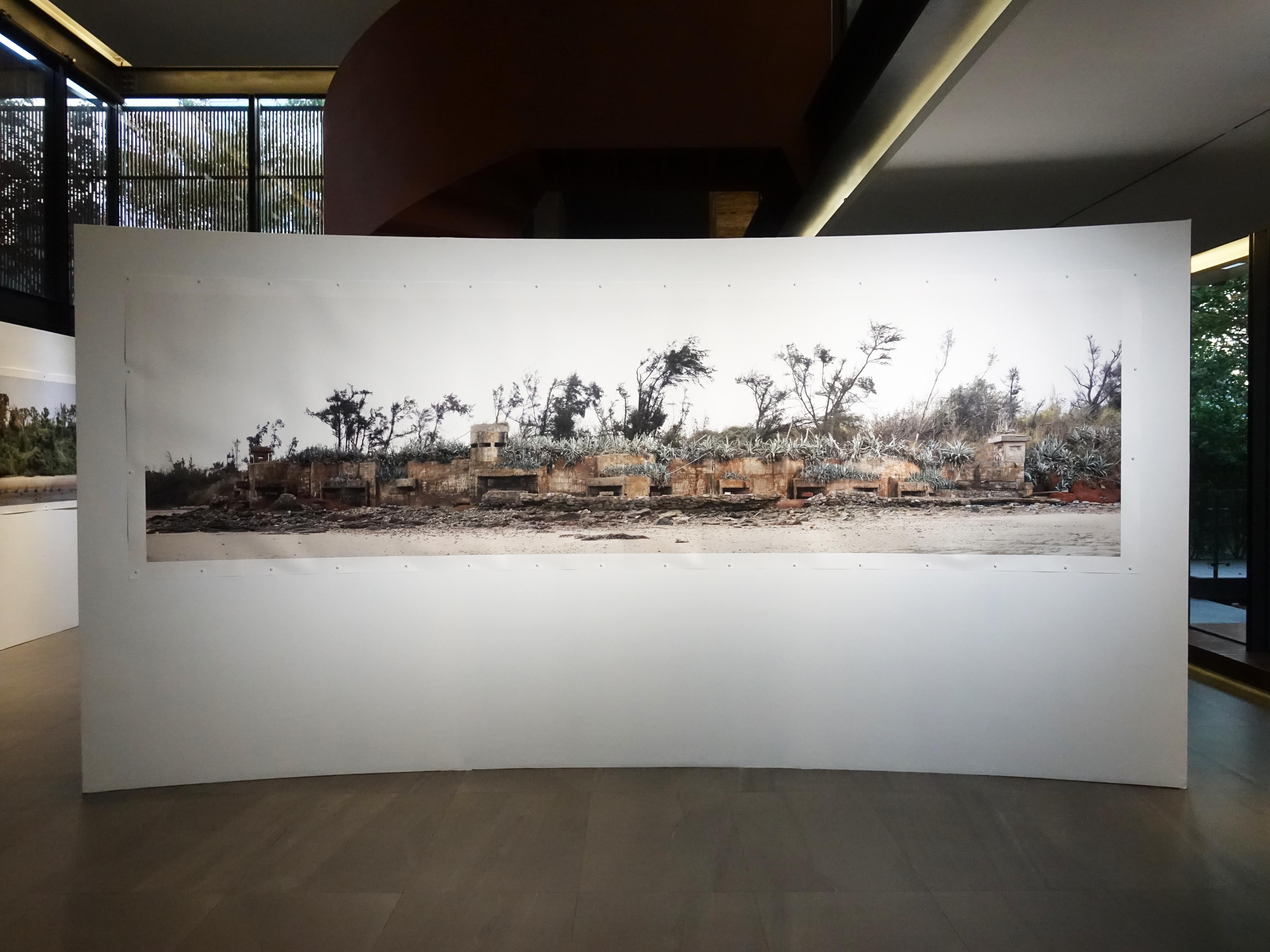 劉芸怡,《歷史造景-碉堡II》,135 X457 cm,藝術微噴在德國Hahnemühle藝術紙,2018。