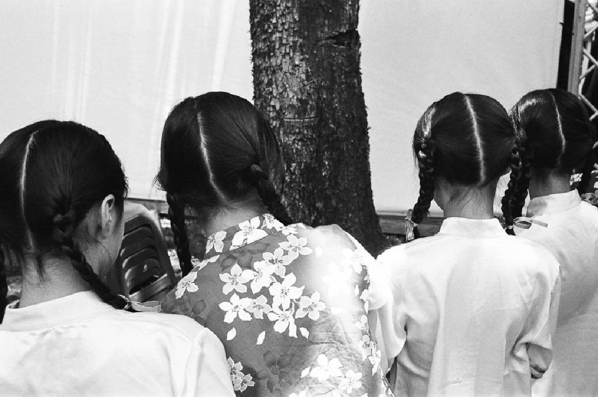 黃弘川 Wong Wang-Chuen《客家女孩》Hakka Girls, 2017, Inkjet print, 25 x 37.5 cm © Wong Wang-Chuen, courtesy G.Gallery