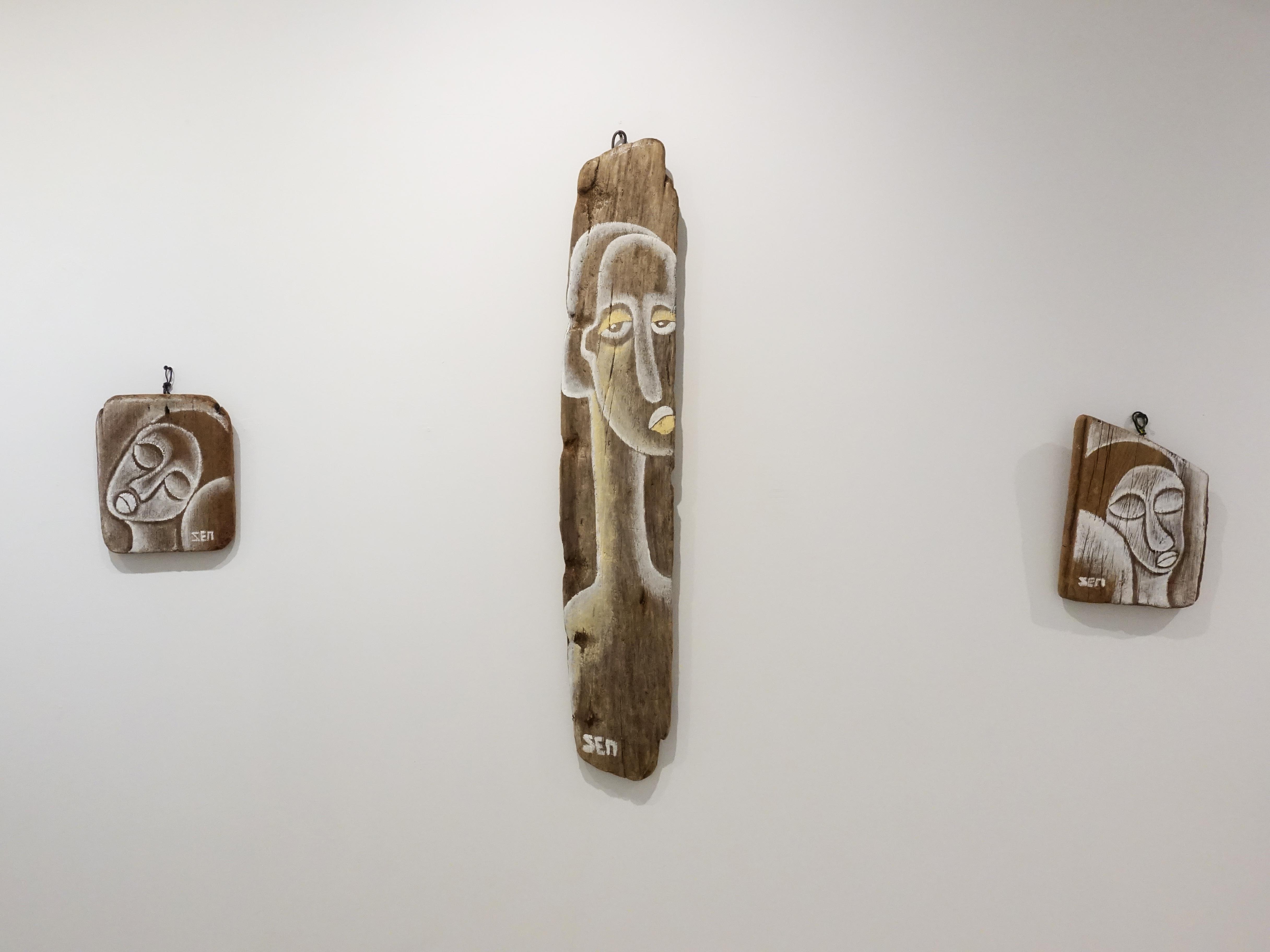 藝術家楊樹森於大澐藝術展出漂流木系列創作。