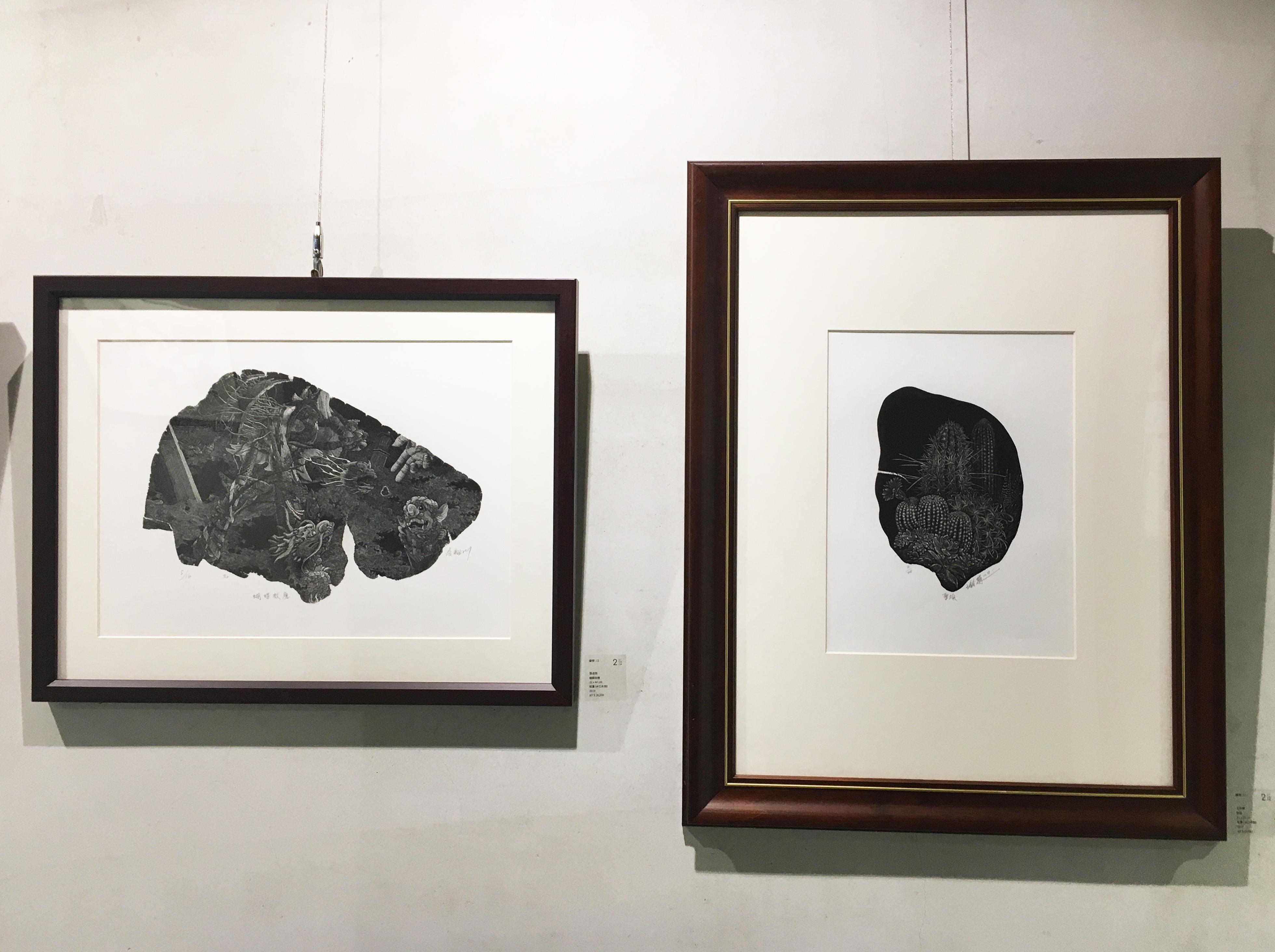 二空間展出臺灣藝術家張凌翔(左)、王鈴蘭(右)版畫作品。