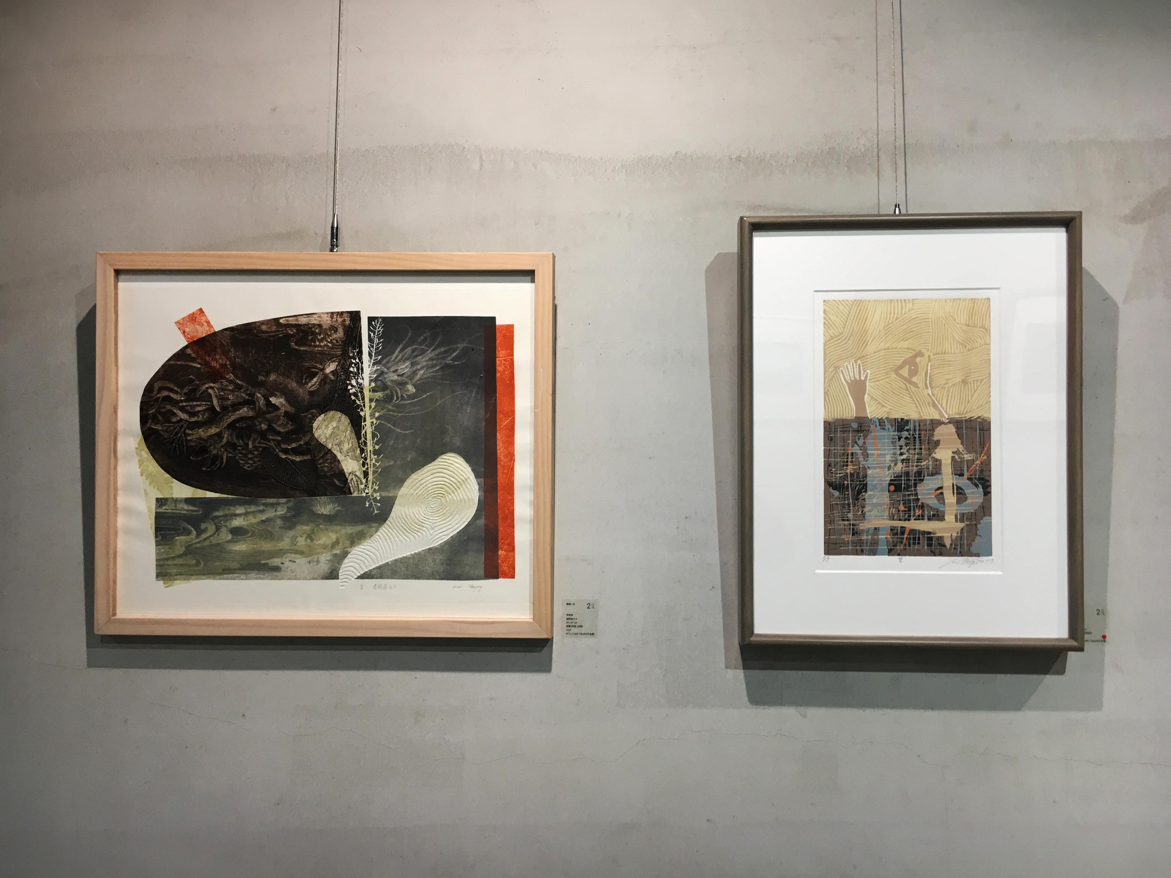 二空間展出台灣藝術家高春英(左)以及臺灣藝術家潘孟堯(右)版畫作品。