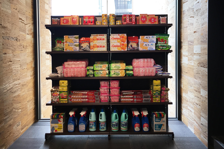 李明學,《溢出的記憶》,180 x 180 x 30 cm (兩件一組),超商與超市物件,2019。