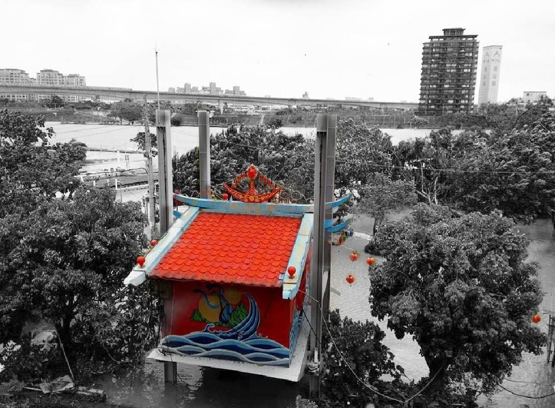 WillipodiA都市研究團隊《升降廟》  台北市三腳渡天德宮在颱風來時升起以預防洪水