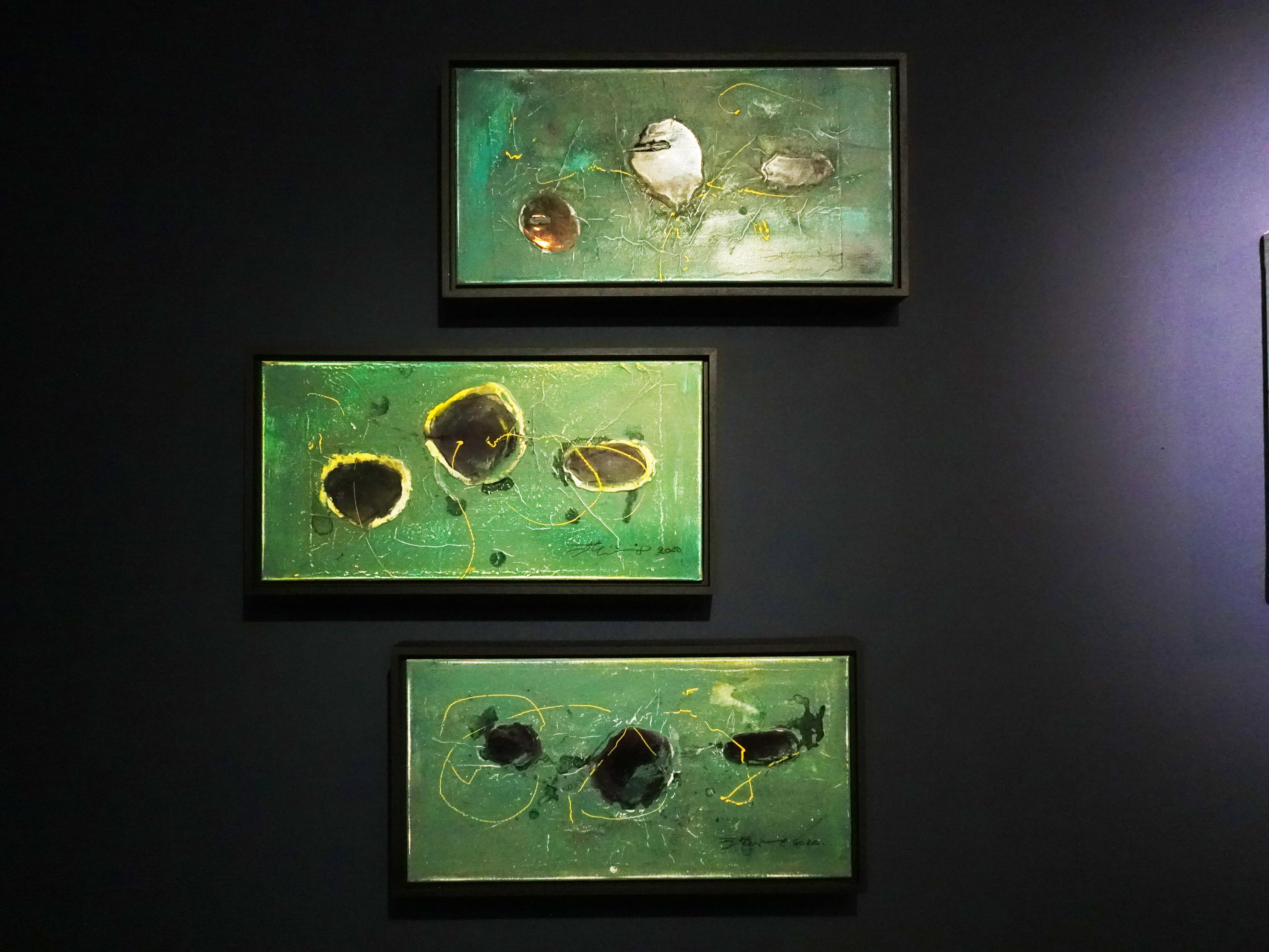 洪明爵,《海洋印記VII》上、《海洋印記IX》中、《海洋印記VIII》下,60 x30 cm,複合媒材,2020。
