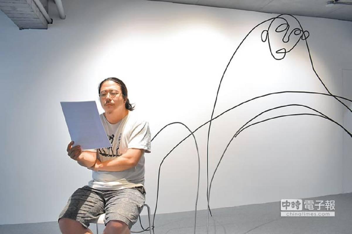 韓國雕塑家盧淳天的線型雕塑,以空間為中心而能與展出場域有著互動與搭配。(多納藝術提供)