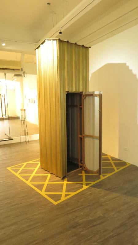 «私人公域» 鋼板、木材、膠帶,190X190X255cm