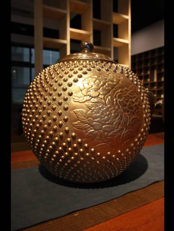 金彩刻紋茶倉45x46cm