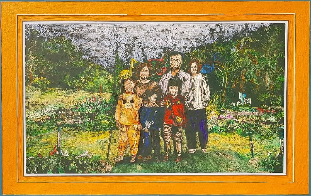 《在士林官邸媽說想拍張全家福,晴》,76 x 120 x 3.3 cm,壓克力彩、木刻,2018、2010