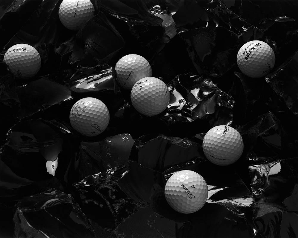 ©Ding WU吳鼎,吳鼎 關於圓的歷史_黑曜石上的高爾夫球,2019,噴墨輸出,125 x 100 cm