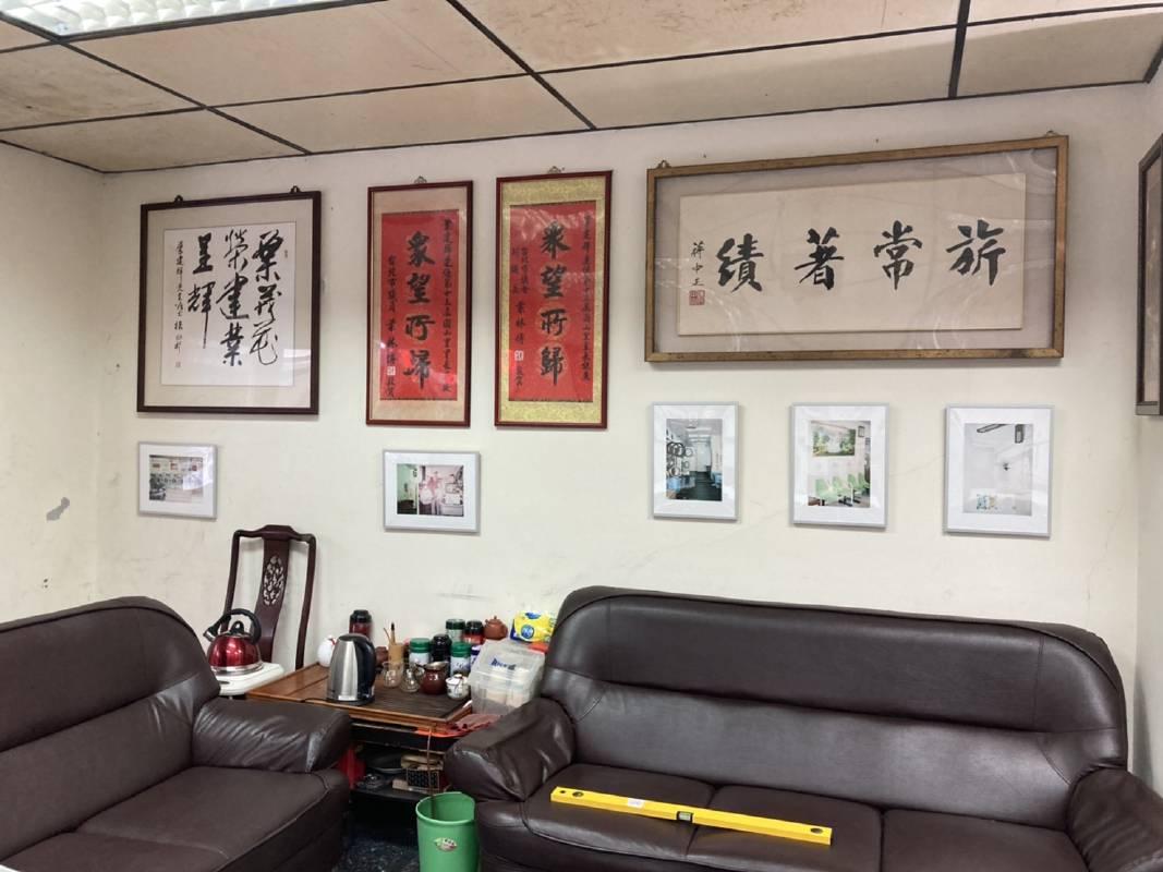 藝術家謝佑承的作品裁判椅展出在恆安里里民活動場所
