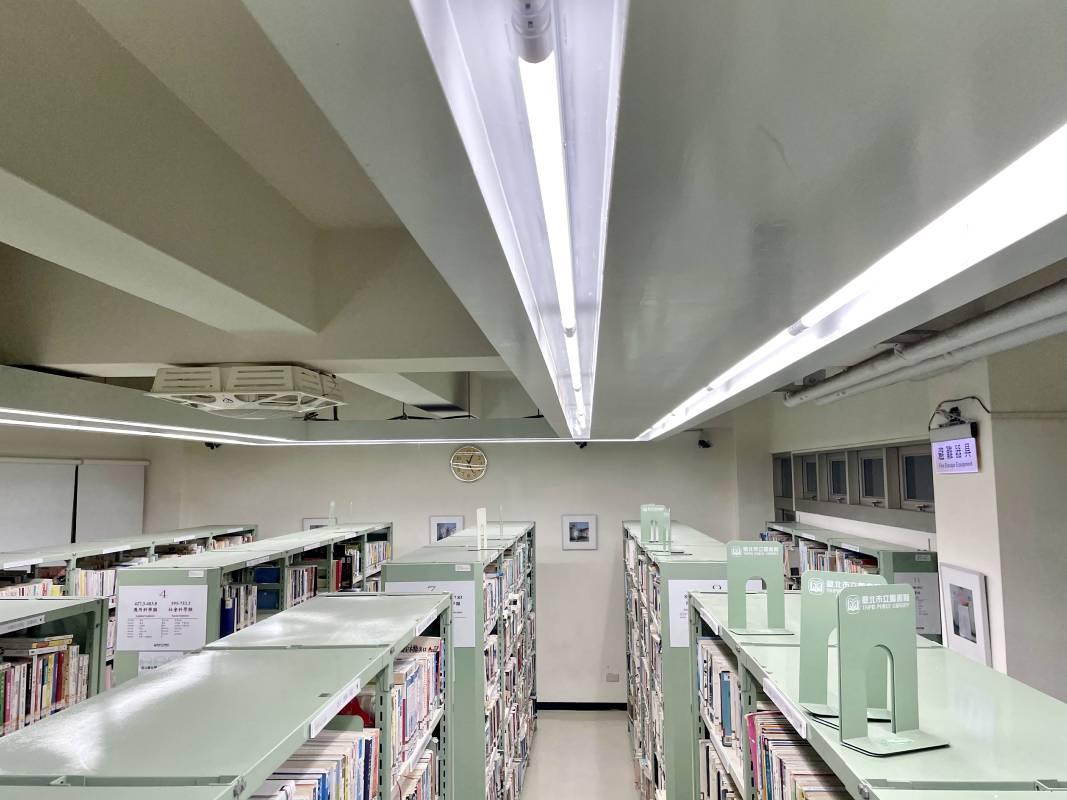 韓國藝術家JINSUN PARK的攝影作品在台北市立圖書館恆安閱覽室4F