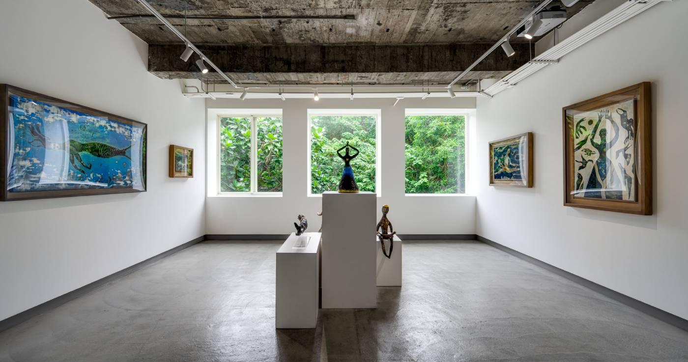 「人形屋」展覽現場,為藝術家自2013年展開繪畫創作後至今從未公開發表的作品。