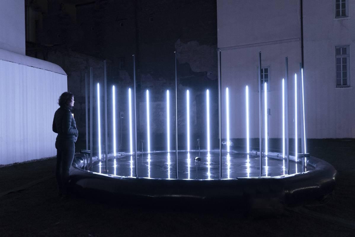 安可工作室,〈環形邊境〉,2018。複合媒材。尺寸依展出場地而異。藝術家提供。 ENCOR, Circular Frontier, 2021. Mixed Media. Dimensions variable. Courtesy of the artist.