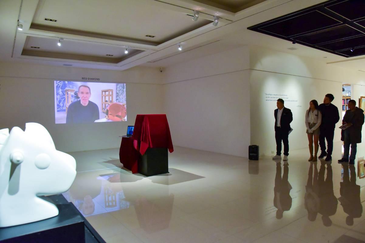 非常榮幸Jeff Koons本人親自拍攝開幕影片