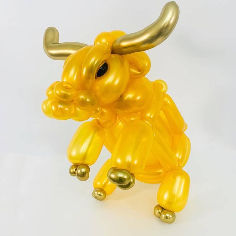 國美館兒童節將「扭轉藝象。創意魔幻秀」設計水牛造型的創意氣球DIY活動
