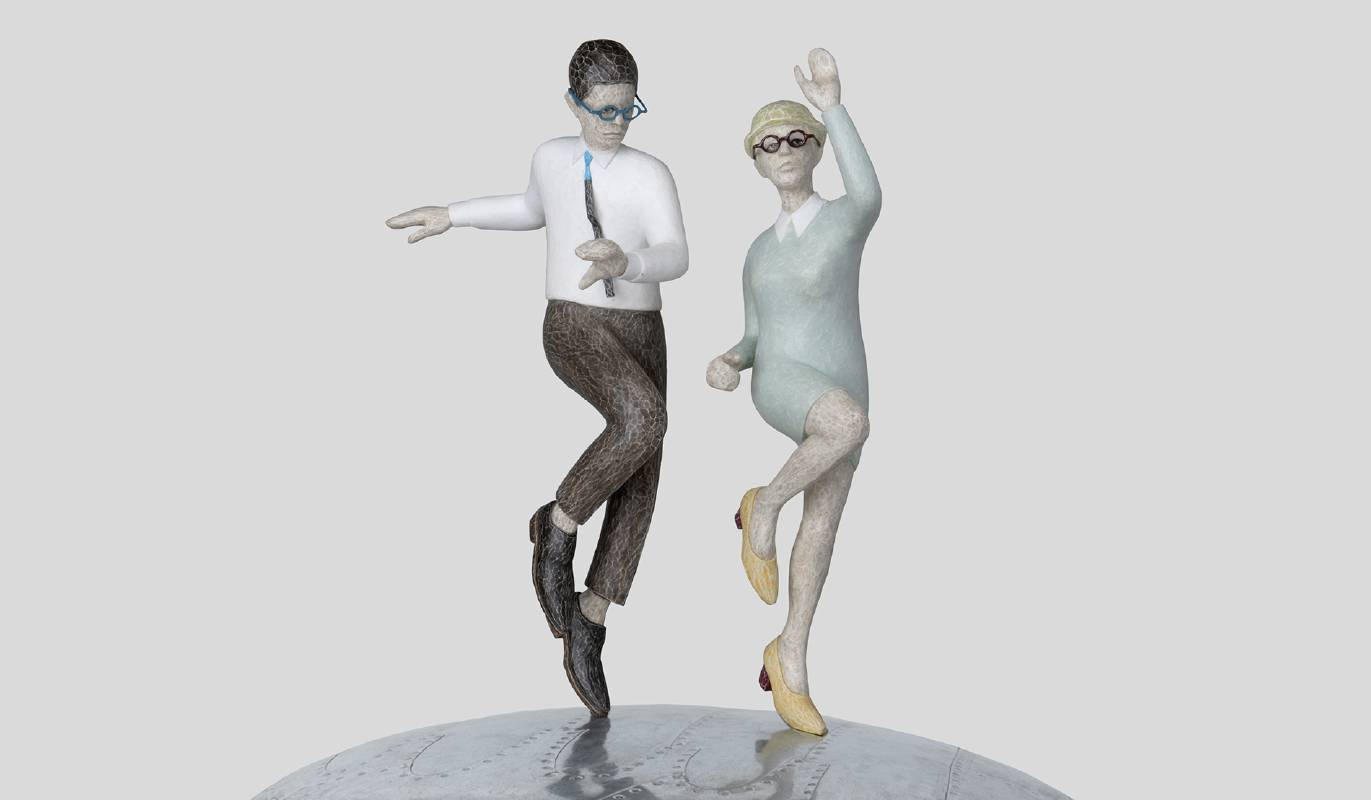 藝術家:吳本俊松  標題:She is good dancer 尺寸:53*40.5*40.5 cm 材質:樹脂、錫、木  年代:2021