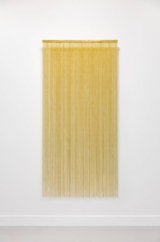 Ann Veronica Janssens voyage à Kyoto, 2018 Bamboo door curtain, goldleaf 23 3/4 carats 184 x 89 cm Courtesy the artist and Esther Schipper, Berlin © VG Bild-Kunst, Bonn, 2021 Photo © Andrea Rossetti