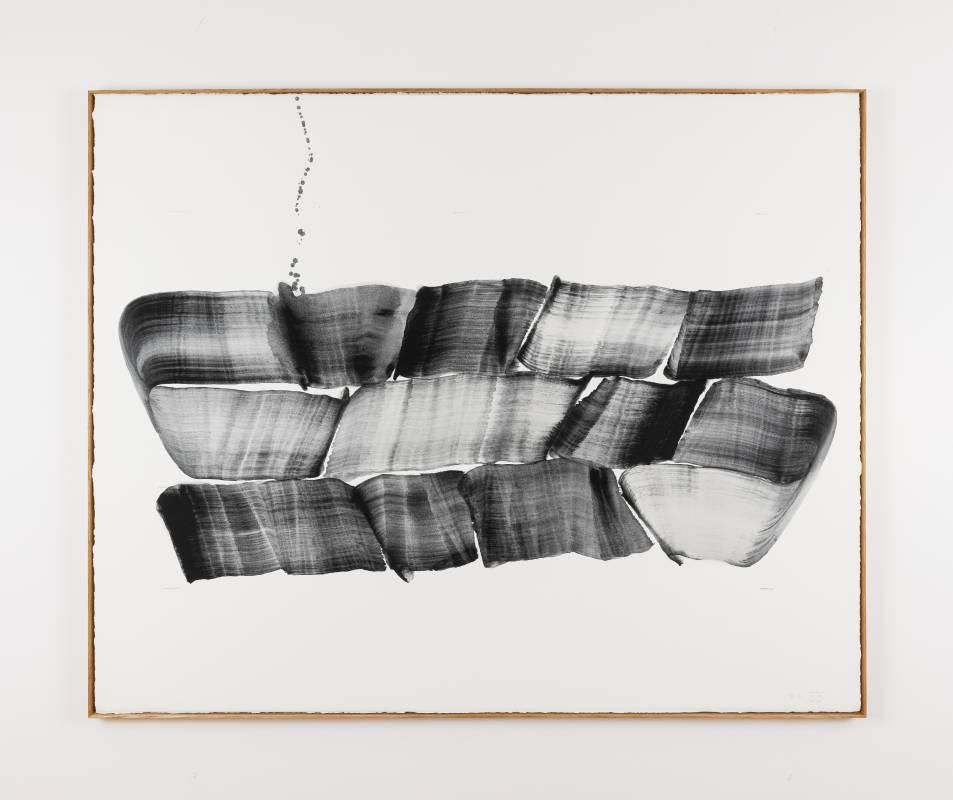李培 《Brushstroke-51》, 2020 紙上⽊炭墨⽔  連框:135 x 167 x 4.5cm 攝影:Ringo Cheung 圖片由藝術家及⾙浩登提供