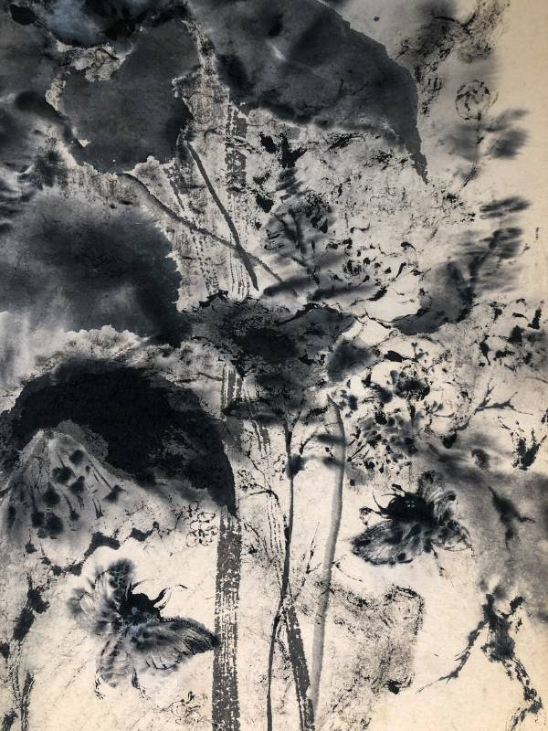 【重生】  31×103cm 日本美濃紙 2021 吳宗翰  昆蟲類的新生過程稱作「羽化」,是以,我們可看見蟬的轉化,可稱為「金蟬脱竅」,其羽化也有重生之意。 破繭重生後,振翅而飛,迎面似有風吹來,逆風飛翔。