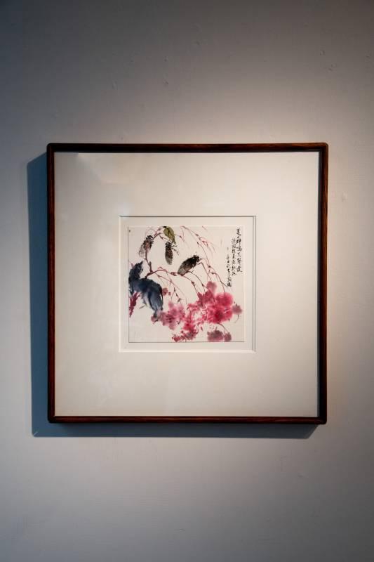 作品「夏日蟬鳴」 材質 蕙風堂 清水雲龍一筆箋紙 紅花開了,蟬聯了幾隻蟬兒,清風徐來好像遠遠就聽到了他們的夏天鳴叫。
