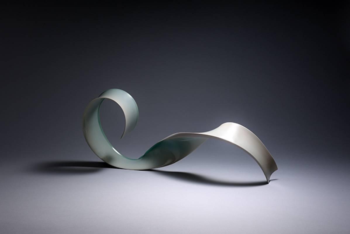 藝術家:木野智史  標題:捻  尺寸:H:22.5 * 56 * 7.5 cm 年代:2021    材質:青白瓷