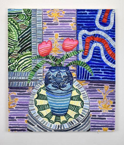 霍華德・豐達 -無題 (六角形裝飾桌案上的鬱金香與1902年的 Newcomb 陶罐、Joshua Abelow 的作品 Running Witch (2014)、Belle Epoch WH 的壁紙)