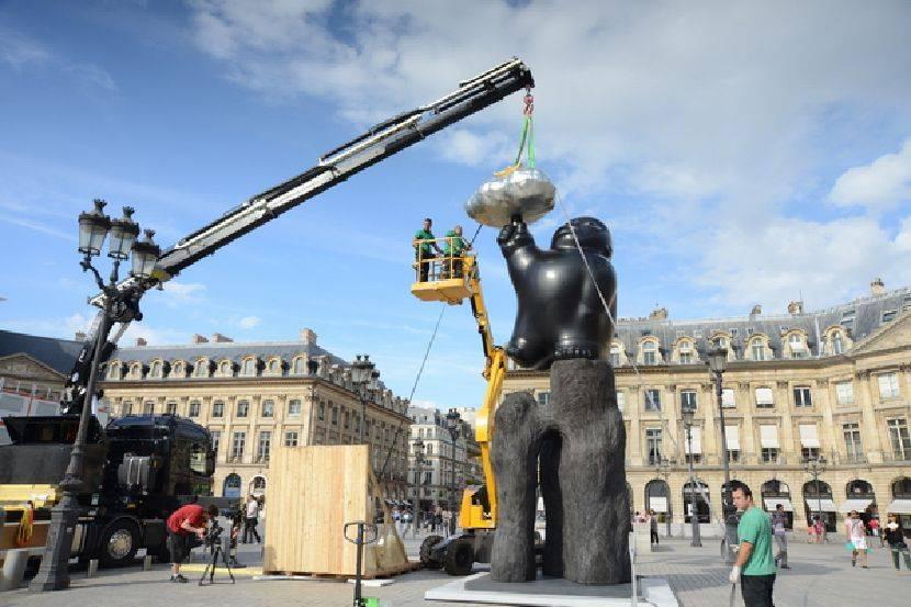 李真-李真2013巴黎凡登廣場大型雕塑個展