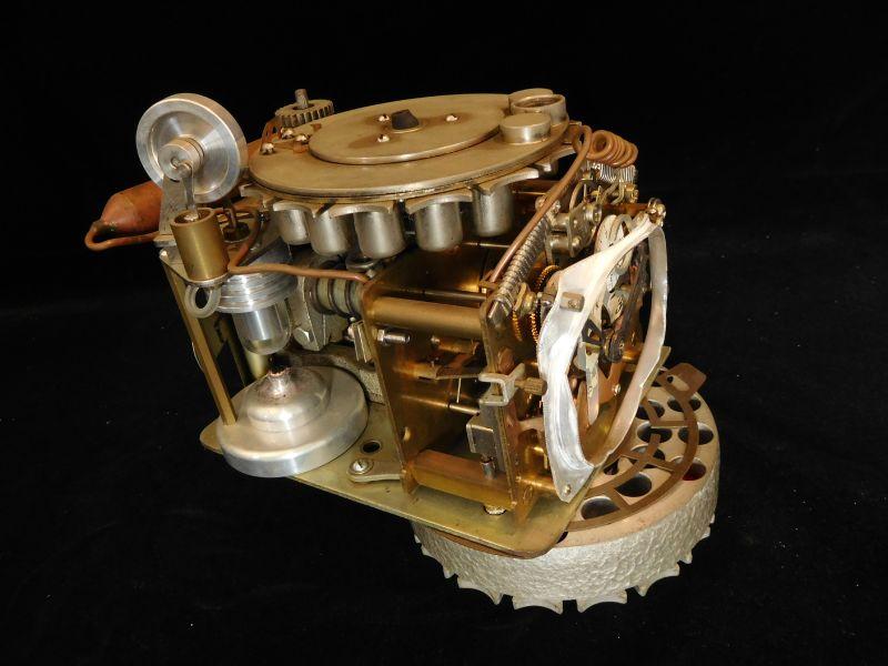 劉玹希-機器時代-引擎機械鐘