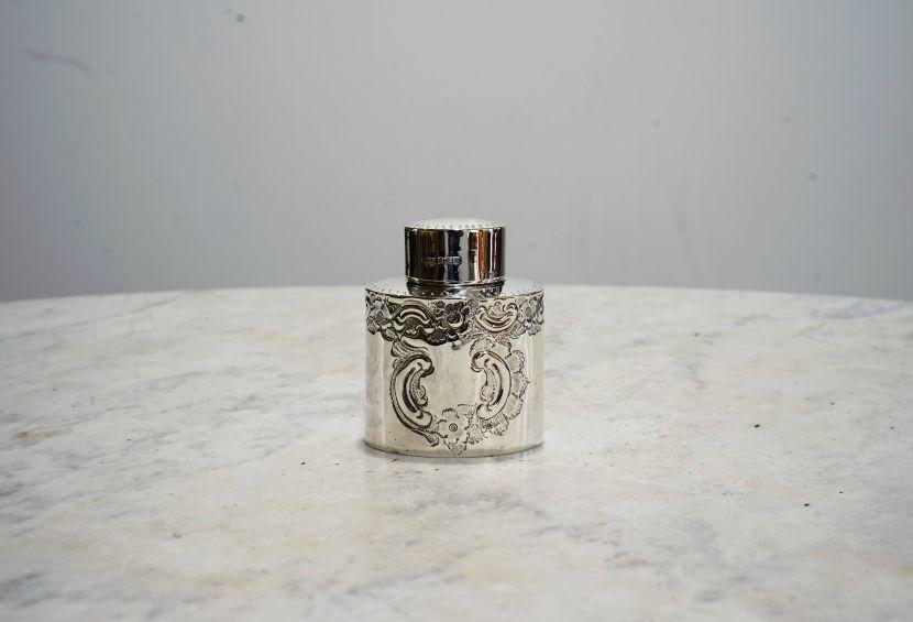 銀器-洛可可紋飾銀罐與蓮花纏枝青花大盤