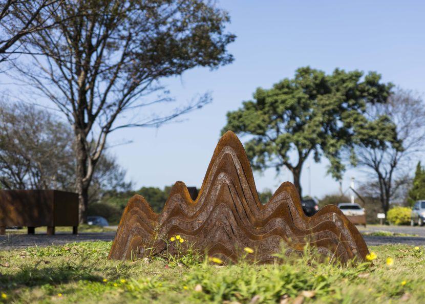黎志文-雕塑家的筆山