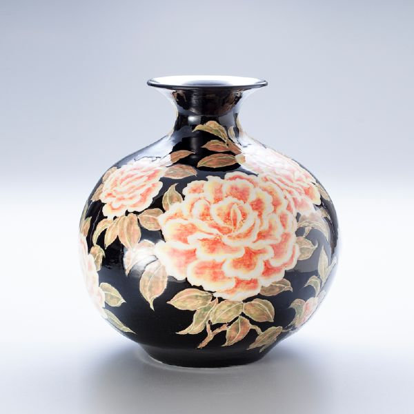 蘇世雄-雕釉黑底茶花紋罐