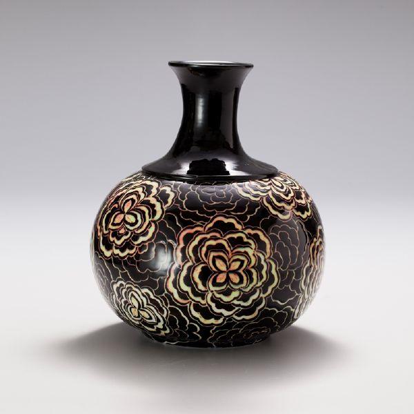 蘇世雄-雕釉黑底團花紋瓶
