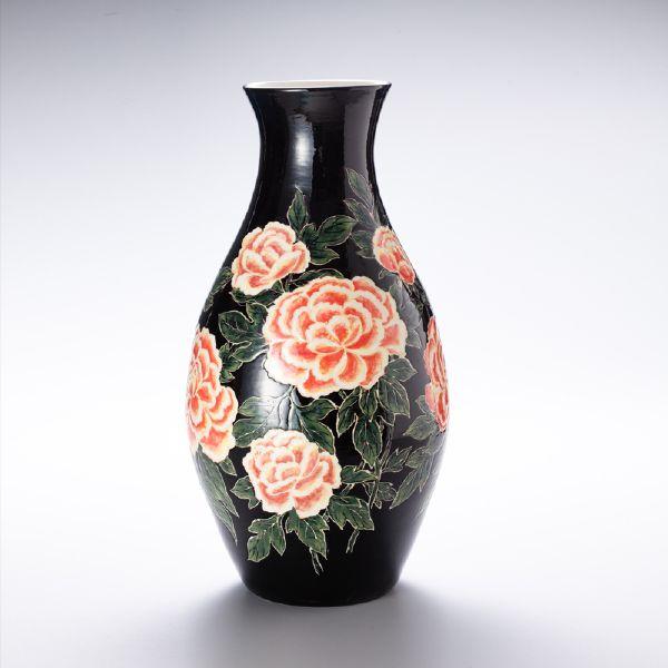 蘇世雄-雕釉黑底牡丹花卉紋瓶