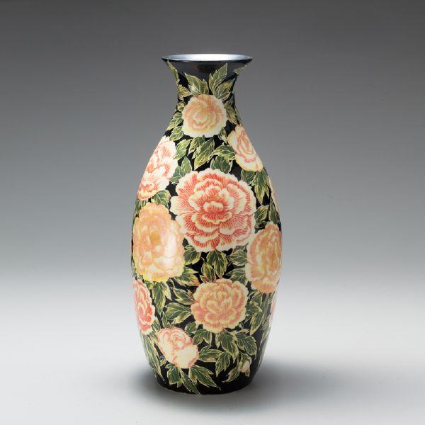 蘇世雄-雕釉黑底牡丹花紋瓶