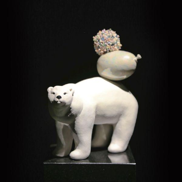 胡慧琴-平衡石-北極熊(一)