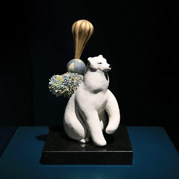 胡慧琴-平衡石-北極熊(二)