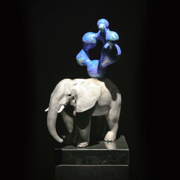 胡慧琴-平衡石-象