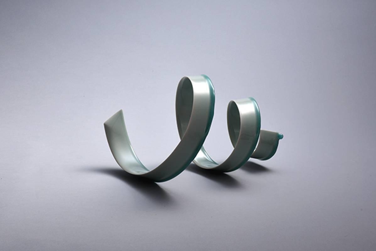 藝術家:木野智史  標題:清勁風-漩  尺寸:H:18 * 32 * 21.5 cm 年代:2021    材質:青白瓷